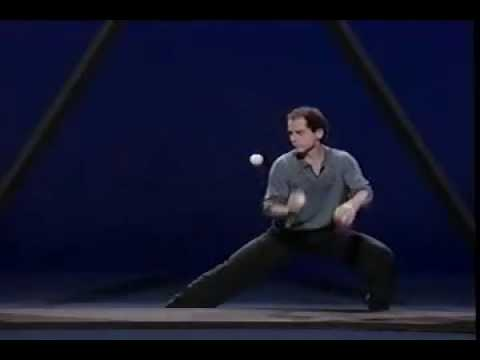 Michael Moschen performs THE TRIANGLE | Awesome | Was is hier eigentlich los?