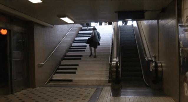 Piano Stairs - Mach Musik beim Treppensteigen | Awesome | Was is hier eigentlich los? | wihel.de