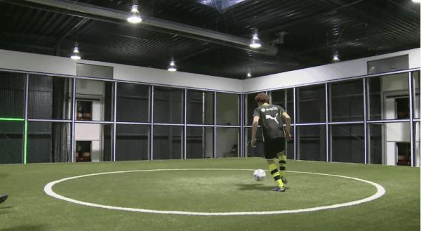 Der Footbonaut oder: wie wird man ein richtiger Fußball-Profi?