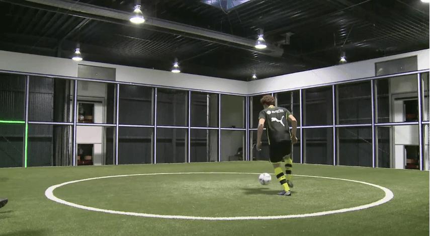 Der Footbonaut oder: wie wird man ein richtiger Fußball-Profi? | Gadgets | Was is hier eigentlich los?