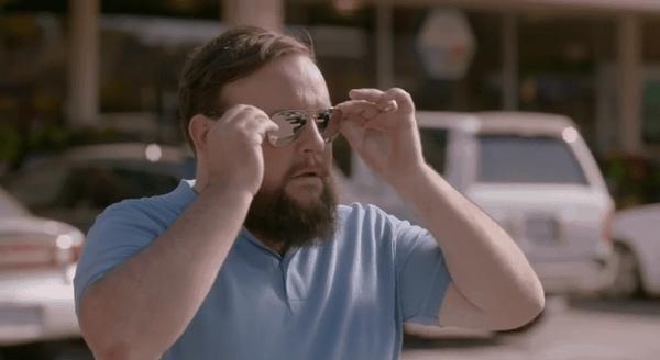 Sinnfreie Werbespots für Sonnenbrillen
