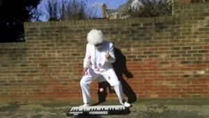 Der Piano-Jongleur zu Weihnachten | Awesome | Was is hier eigentlich los? | wihel.de