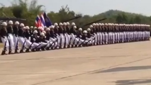 In Thailand fallen die Soldaten wie Dominosteine | Awesome | Was is hier eigentlich los? | wihel.de