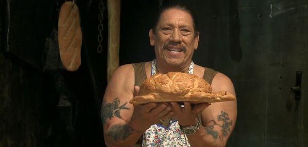 Danny Trejo macht Brot-Tierchen | Lustiges | Was is hier eigentlich los?