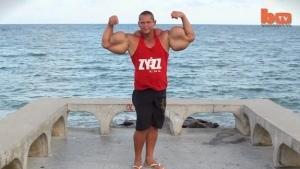 Der Typ mit den Fake-Muskeln | WTF | Was is hier eigentlich los? | wihel.de
