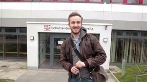 Back to school: Jan Böhmermann als Wirtschaftskunde-Lehrer | Kino/TV | Was is hier eigentlich los? | wihel.de