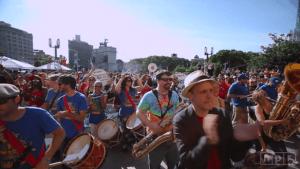 350 Musiker spielen zum ersten Mal zusammen | Awesome | Was is hier eigentlich los? | wihel.de
