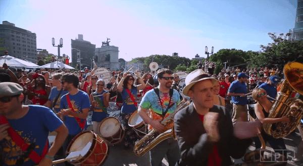 350 Musiker spielen zum ersten Mal zusammen