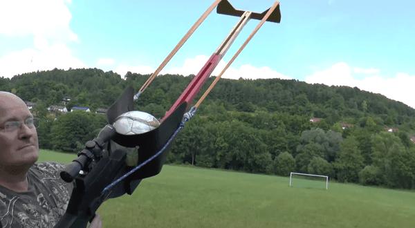 Die Football Slingshot | Gadgets | Was is hier eigentlich los? | wihel.de