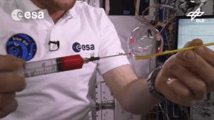Seifenblasen im Weltall | Was gelernt | Was is hier eigentlich los?