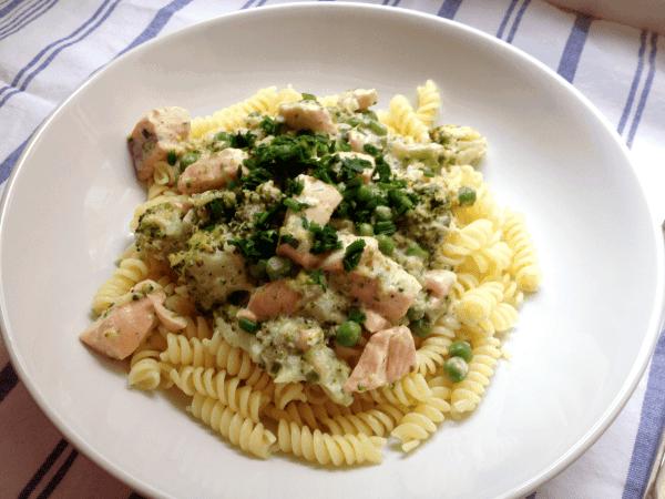 Line, koch doch mal... Pasta mit sommerlicher Lachs-Frischkäse-Soße | Line kocht | Was is hier eigentlich los? | wihel.de