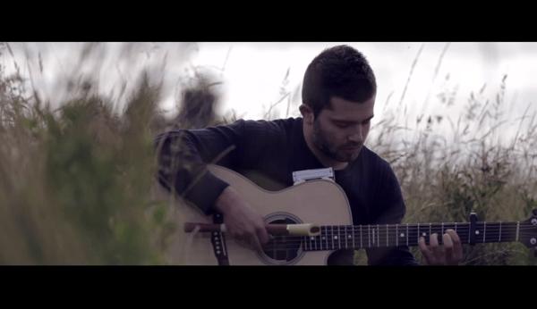 Multitasking in schön: Flöte und Gitarre gleichzeitig spielen | Musik | Was is hier eigentlich los? | wihel.de