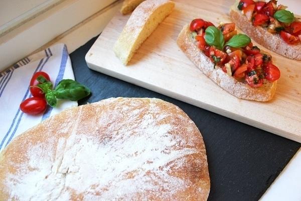 Line, koch doch mal... Bruschetta mit Tomaten und Basilikum | Line kocht | Was is hier eigentlich los? | wihel.de