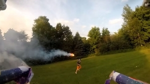 Nur eine Flugdrohne mit Feuerwerkskörpern | Gadgets | Was is hier eigentlich los? | wihel.de