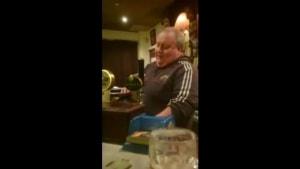 Der singende Barkeeper aus Irland | Musik | Was is hier eigentlich los? | wihel.de