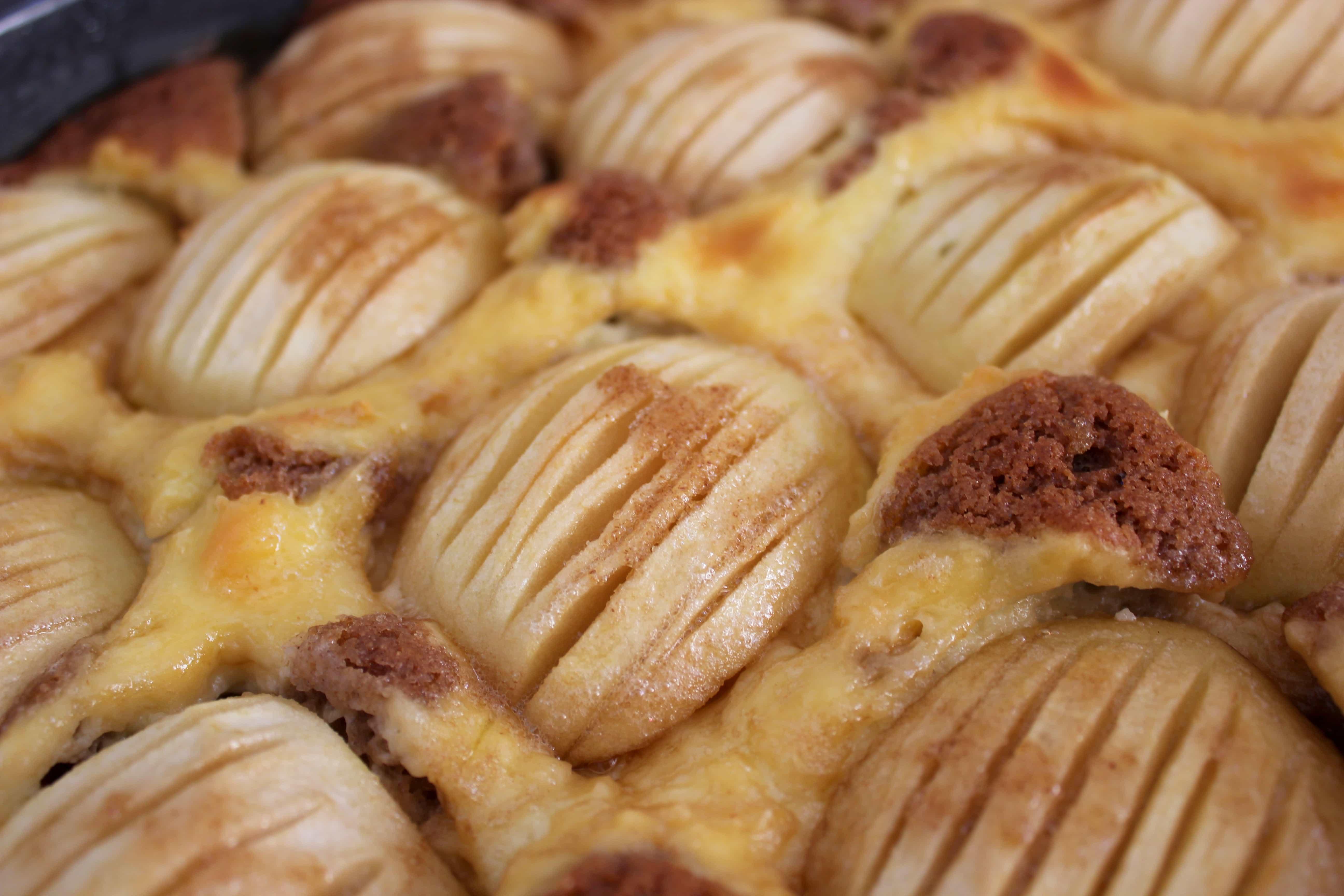 Line backt: Apfelkuchen mit Karamellkruste | Line backt | Was is hier eigentlich los? | wihel.de