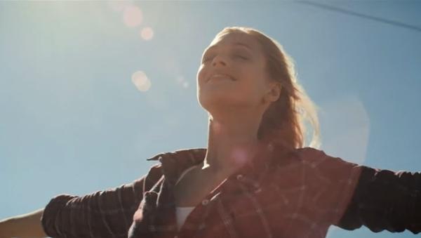 Anna Naklab feat. Alle Farben & YOUNOTUS - Supergirl | Musik | Was is hier eigentlich los?