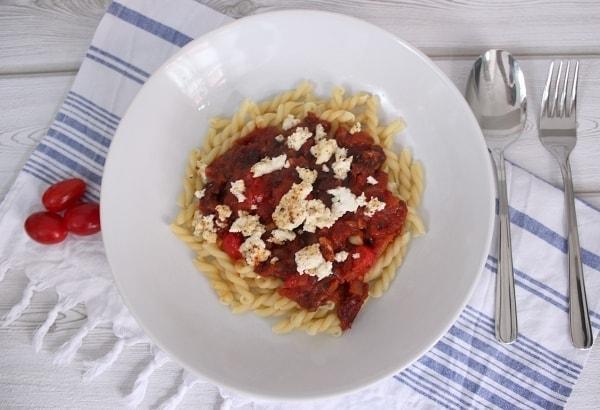 Line kocht: Pasta mit süßer Tomatensoße und gebackenem Ricotta | Line kocht | Was is hier eigentlich los? | wihel.de
