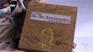 Die Jubiläumsbox von Adi Hitler | Lustiges | Was is hier eigentlich los? | wihel.de