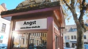 Daniel Decker - Diese Stadt ist ein Scheißdreck | Musik | Was is hier eigentlich los? | wihel.de
