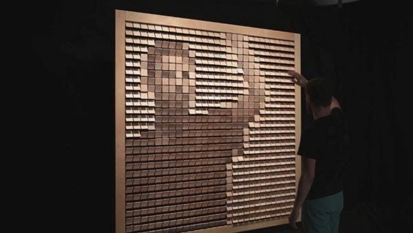 Ein Spiegel komplett aus Holz von Daniel Rozin | Design/Kunst | Was is hier eigentlich los?