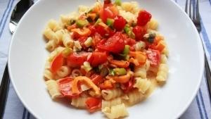 Line kocht: Pasta mit Gemüse in heller Frischkäse-Soße | Line kocht | Was is hier eigentlich los? | wihel.de
