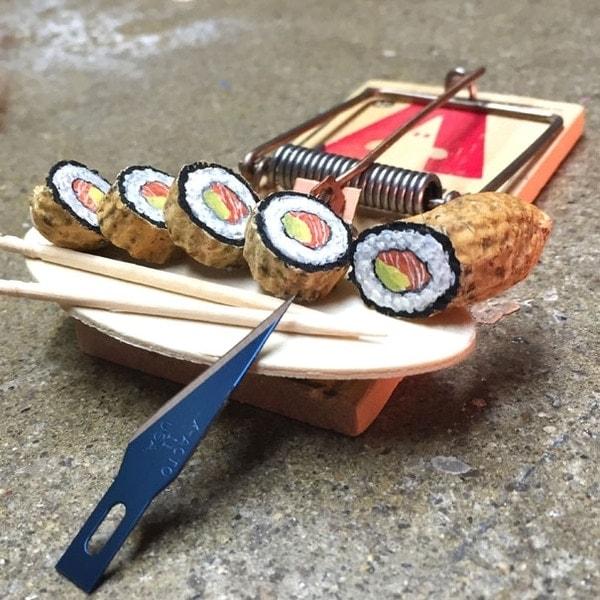 Kunst aus Erdnuss-Schalen