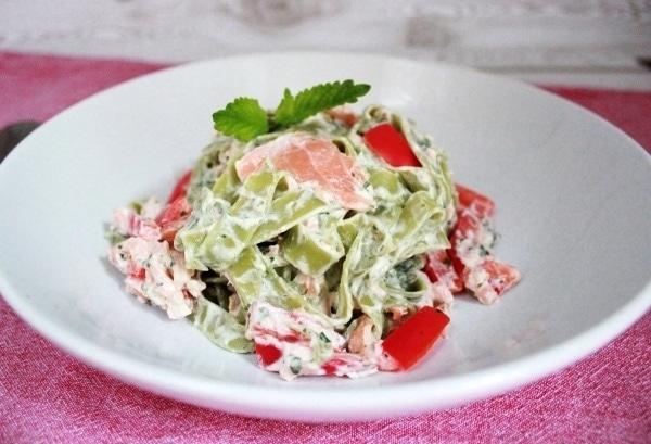 Line kocht: Grüne Pasta mit Lachs-Minz-Soße | Line kocht | Was is hier eigentlich los?