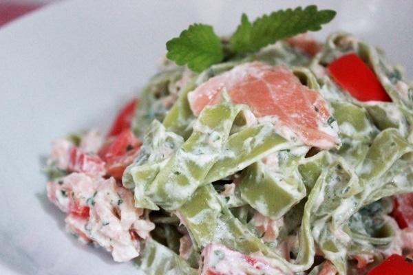 Line kocht: Grüne Pasta mit Lachs-Minz-Soße | Line kocht | Was is hier eigentlich los? | wihel.de