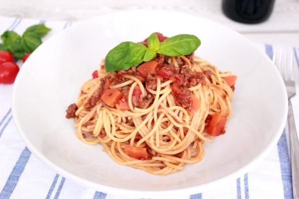 Line kocht: Spaghetti Bolognese mit Rotwein