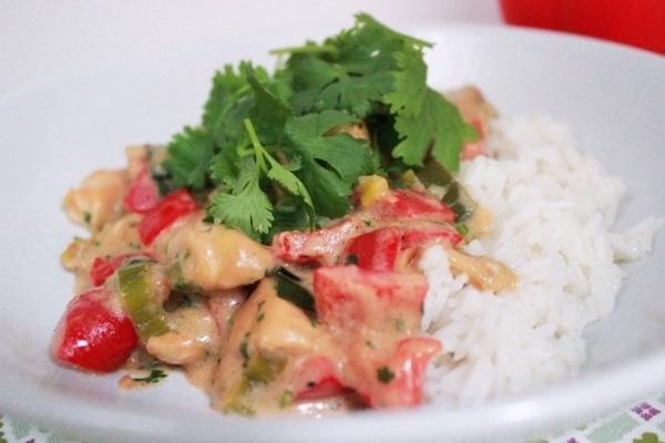 Line kocht: Reis mit Hähnchen in Kokos-Erdnuss-Soße