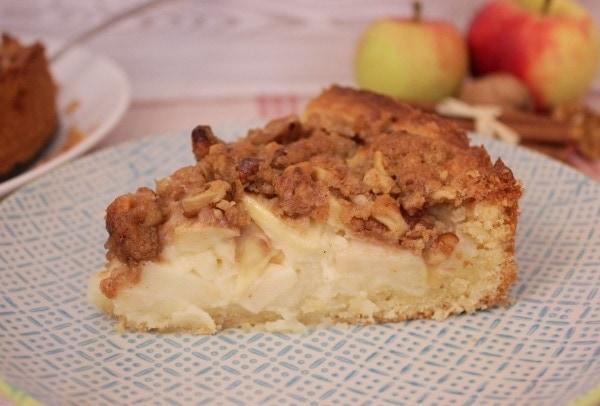 Line backt: Cremiger Apfel-Schmand-Kuchen mit Zimtstreuseln und Walnüssen