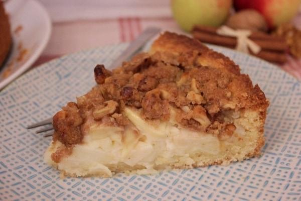 Line backt: Cremiger Apfel-Schmand-Kuchen mit Zimtstreuseln und Walnüssen | Line backt | Was is hier eigentlich los?