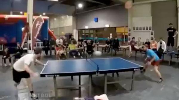 Kopf-Tisch-Tennis at its best | Awesome | Was is hier eigentlich los? | wihel.de