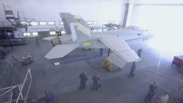 Der Zusammenbau einer F/A-18F Super Hornet | Gadgets | Was is hier eigentlich los?