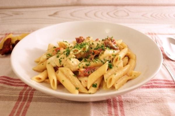 Line kocht cremige One-Pot-Pasta mit Hähnchen und getrockneten Tomaten | Line kocht | Was is hier eigentlich los?