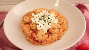 Line kocht würzigen Tomatenreis mit Shrimps | Line kocht | Was is hier eigentlich los? | wihel.de