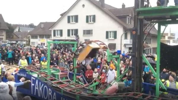 Ein Karnevalswagen mit funktionierender Achterbahn | Awesome | Was is hier eigentlich los?