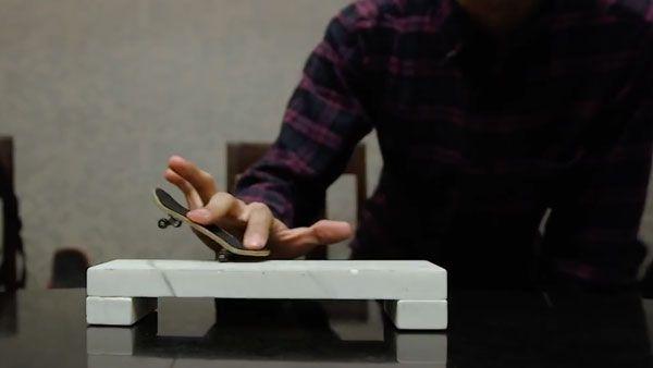 Fingerboarding in a fancy restaurant | Gadgets | Was is hier eigentlich los?