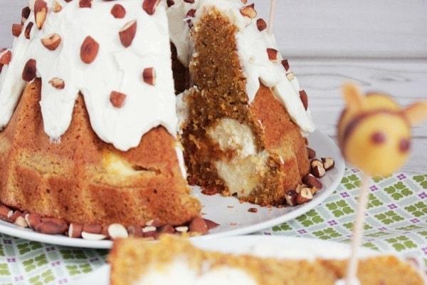 Line backt Möhren-Cheesecake-Gugelhupf mit gerösteten Mandeln | Line backt | Was is hier eigentlich los?