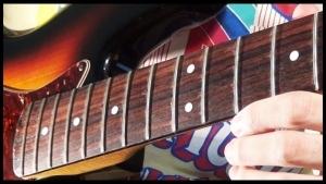 Nur ein Typ, der einen Bass ohne Saiten spielt | Musik | Was is hier eigentlich los? | wihel.de