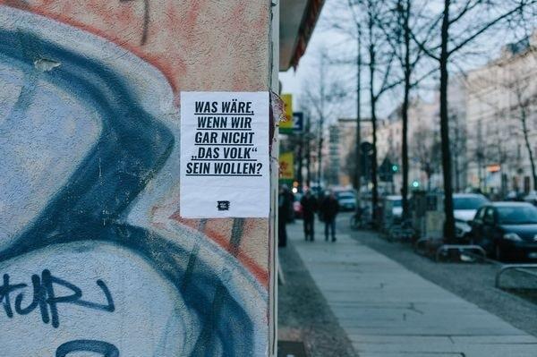 Ein Hauch von Barbara: Plakate von Nacht und Nebel | Design/Kunst | Was is hier eigentlich los?