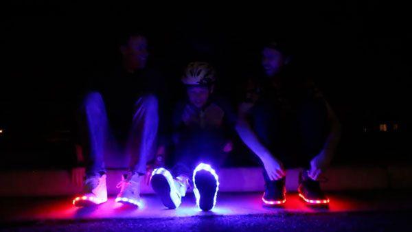 LED-Schuhe selbst gebastelt | Gadgets | Was is hier eigentlich los?