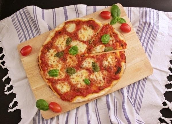 Line backt klassische Pizza Margherita | Line backt | Was is hier eigentlich los?