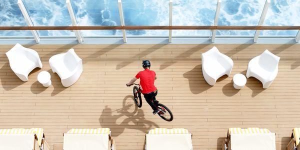 Mit dem Fahrrad über die AIDAprima | sponsored Posts | Was is hier eigentlich los?