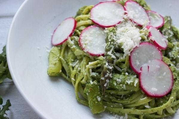 Line kocht Pasta mit Rucola-Spinat-Pesto, grünem Spargel und Radieschen | Line kocht | Was is hier eigentlich los?