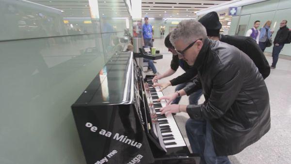 Wenn am Londoner Flughafen ein Klavier steht | Musik | Was is hier eigentlich los?