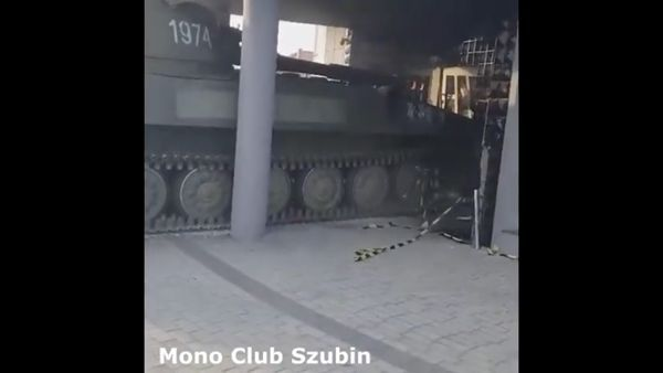 In Polen fahren sie mit dem Panzer in den Club | WTF | Was is hier eigentlich los?