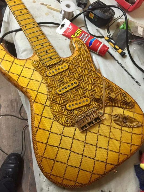 Eine E-Gitarre (fast) komplett aus Streichhölzern gebaut | Gadgets | Was is hier eigentlich los? | wihel.de