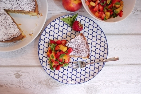 Line backt Orangen-Mandelkuchen mit Erdbeer-Nektarinen-Minz-Salat | Line backt | Was is hier eigentlich los?